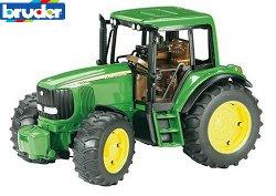 2050 Tractor John Deere Bruder